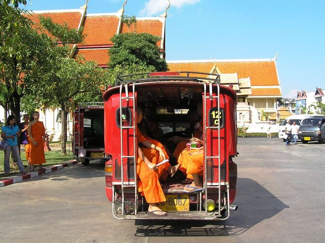Wats in chiang mai first time travels for Classic house chiang mai massage
