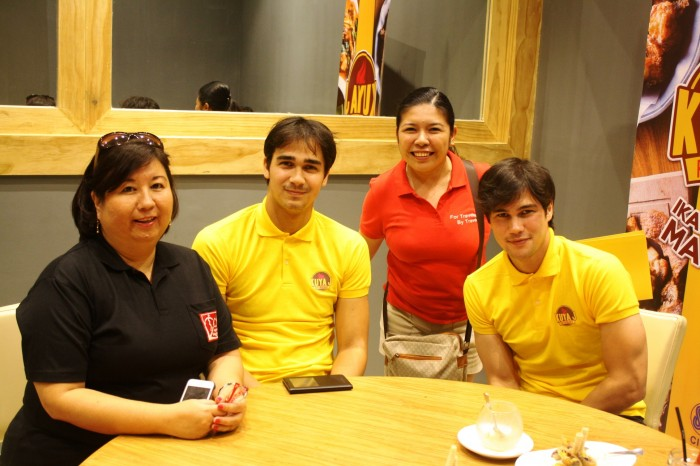 Me (the one in red) with Maricar Dabao and the Younghusbands.