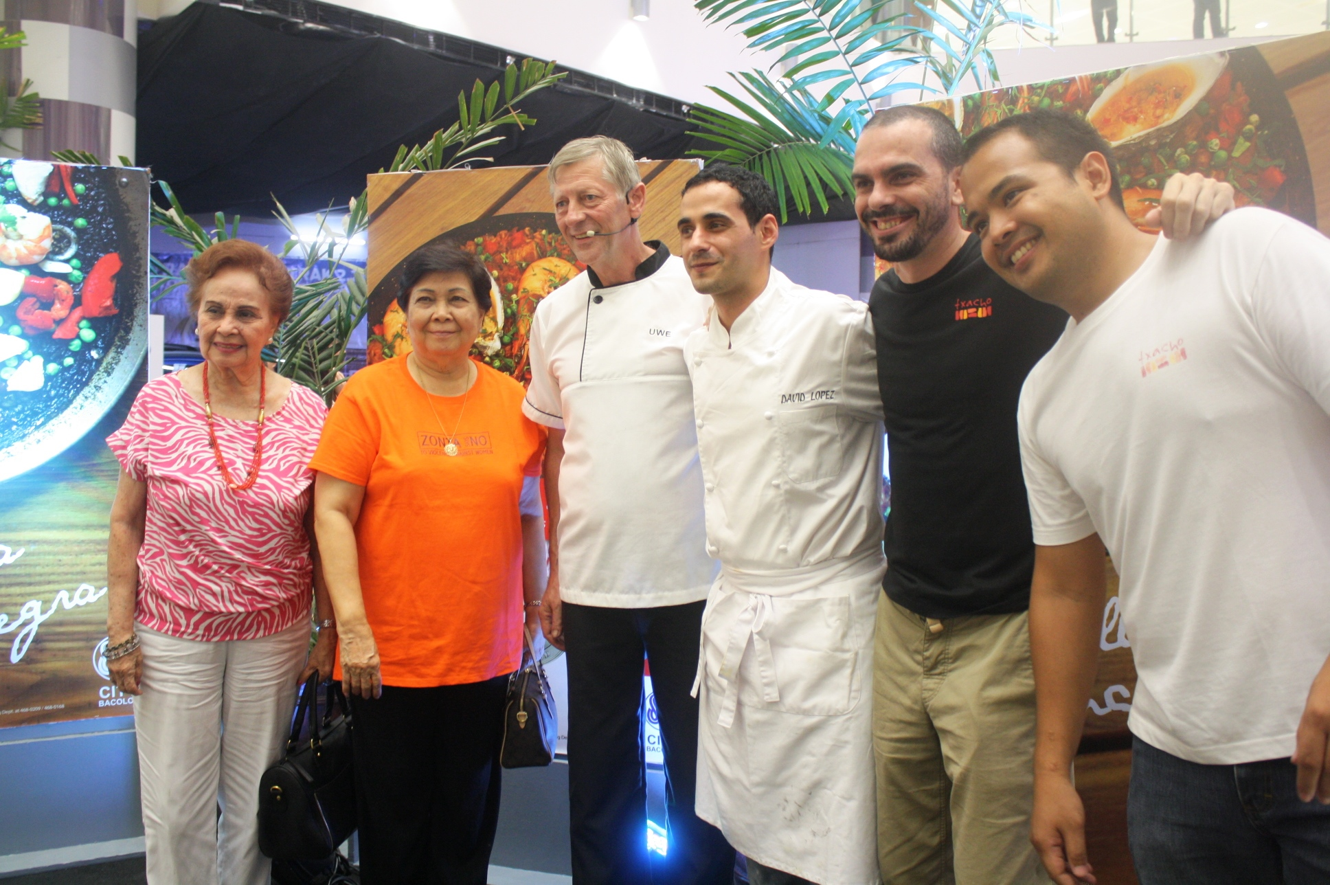 Chef Uwe (3rd from left) and Chef David (4th from left) brought the Spanish flavor in Bacolod through the Paella Cook Off.