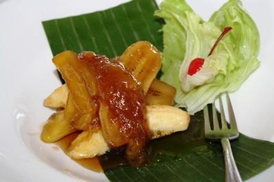 Minatamis na saging sa langka (Sweetened banana on jackfruit).